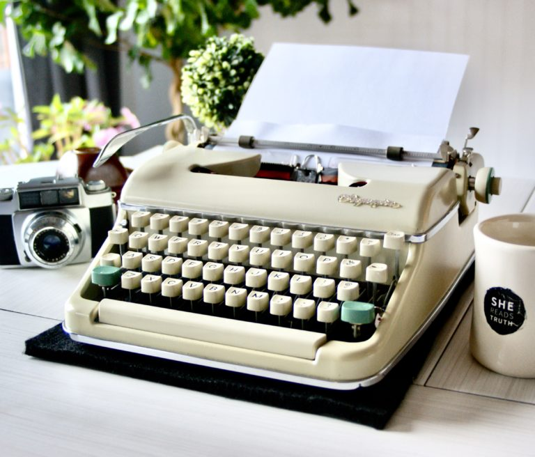 jot and tittle vintage typewriters - olympia sm5